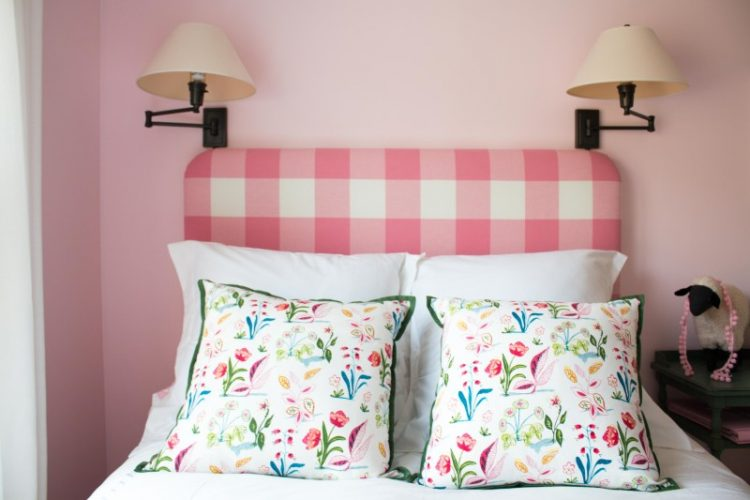 DIY check uphostered headboard (via allthingsbigandsmallblog)