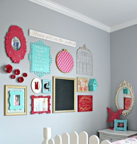 31 gallery walls ideas with coloful frames shelterness - Decoracion cuadros vintage ...