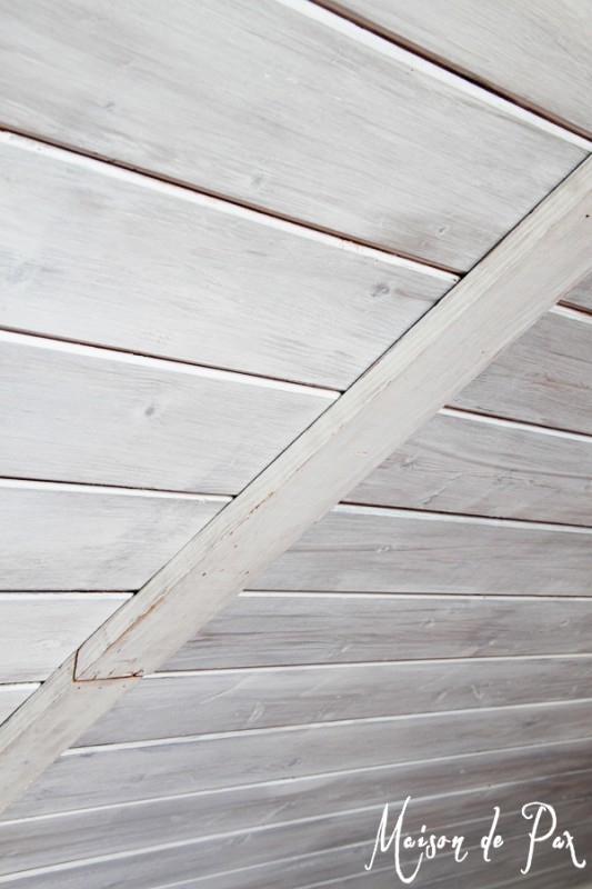 DIY whitewashed wooden plank ceiling (via remodelaholic)