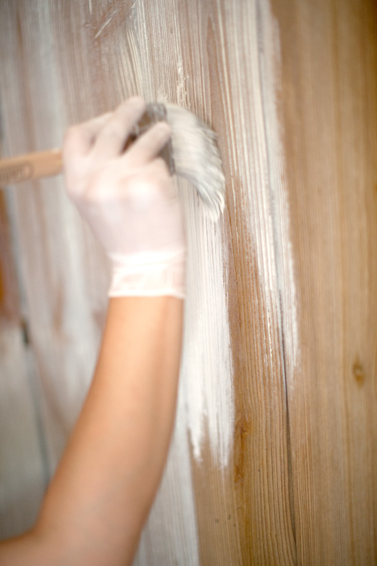 How to whitewash wooden walls (via blog)