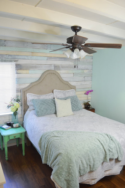 Old Wood Wall Ideas