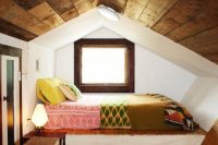 02 attic sleeping nook in mid-century modern style