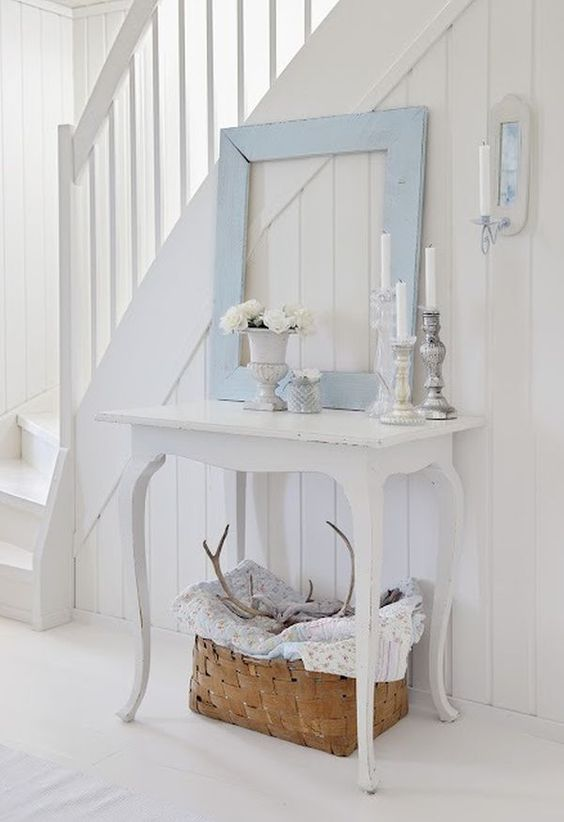 25 shabby chic hallway and entryway d cor ideas shelterness for Ways to decorate a foyer
