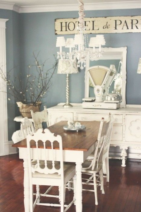 Charmant Blue And White Shabby Chic Dining Area