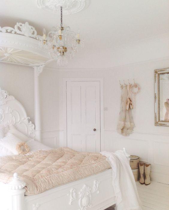 French inspired white shabby bedroom. 25 Delicate Shabby Chic Bedroom Decor Ideas   Shelterness