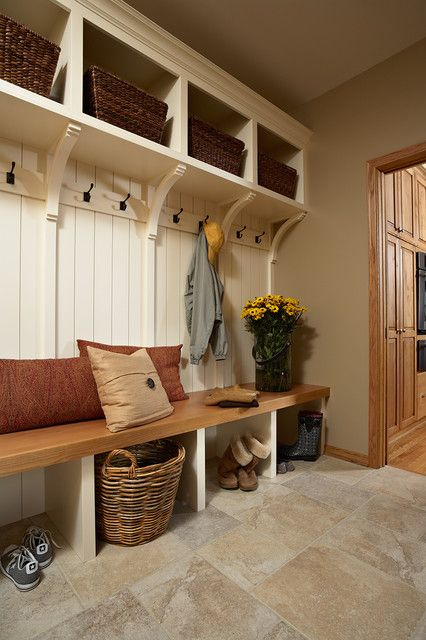 built-in entryway bench with sotrage compartments