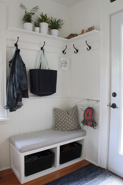 32 small mudroom and entryway storage ideas shelterness for Small dining hall decoration