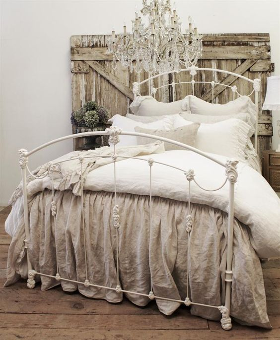 Bedroom Shabby Chic Wallpaper: 25 Delicate Shabby Chic Bedroom Decor Ideas