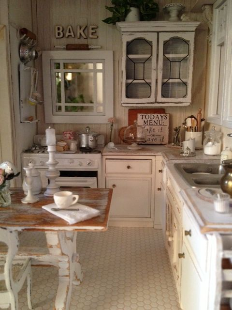 32 sweet shabby chic kitchen decor ideas to try shelterness for Small white country kitchen