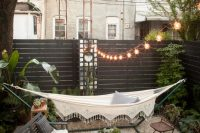 27 tiny rooftop garden with a small terrace in the center