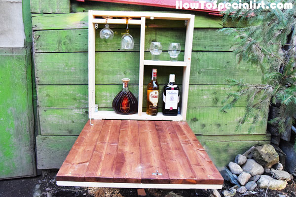 DIY outdoor Murphy bar (via myoutdoorplans)