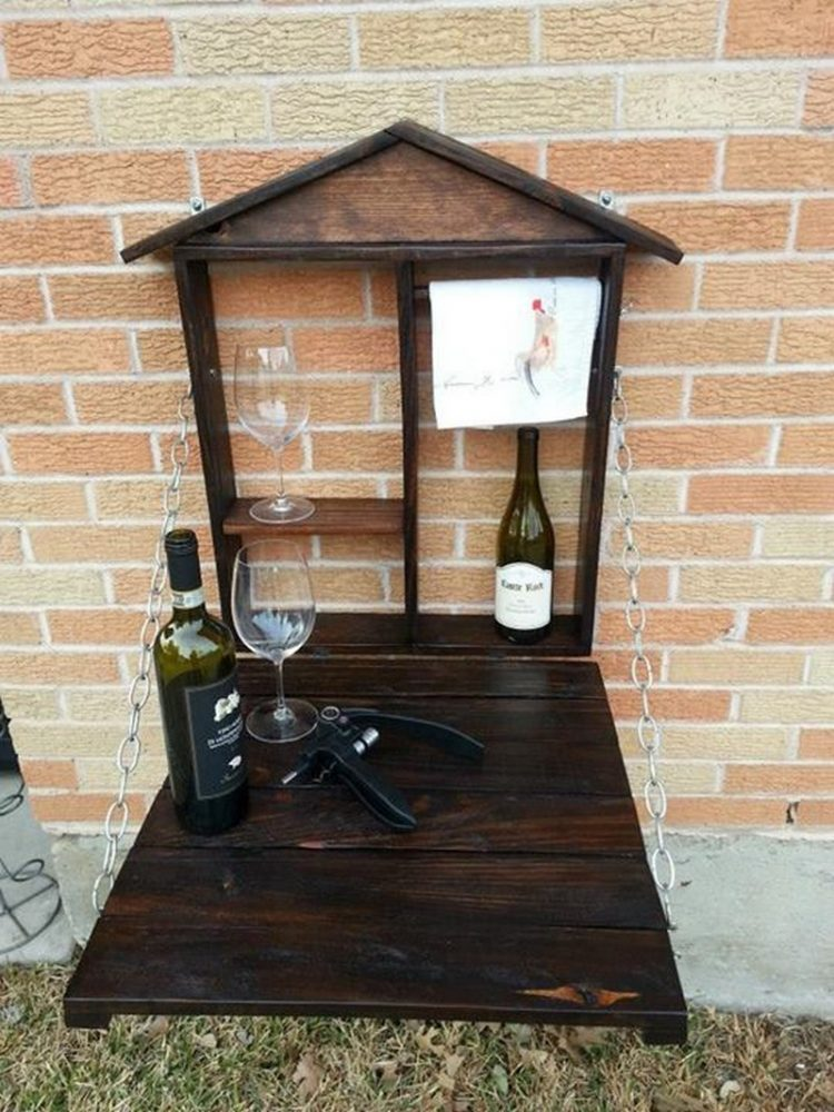 DIY pallet fold down bar (via theownerbuildernetwork)