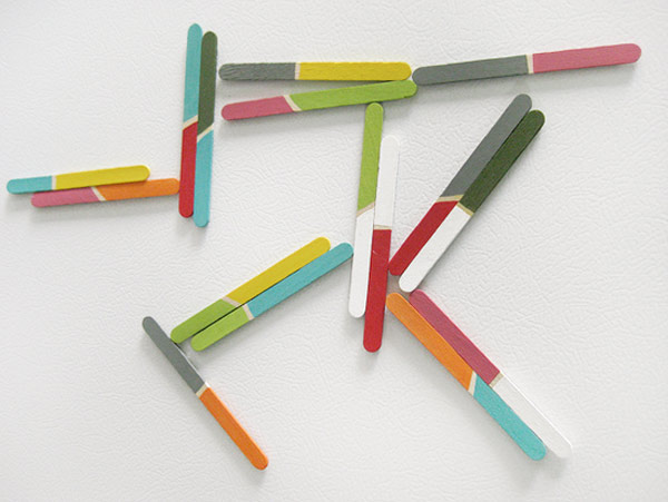 DIY popsicle sticks magnets (via modernparentsmessykids)
