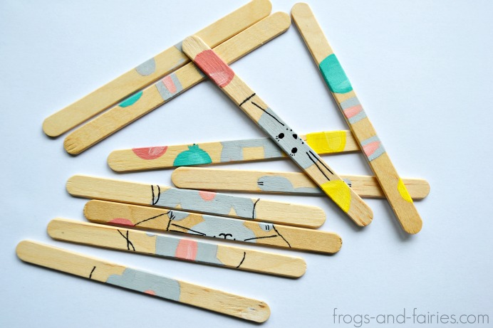 DIY popsicle stick puzzle (via frogs-and-fairies)