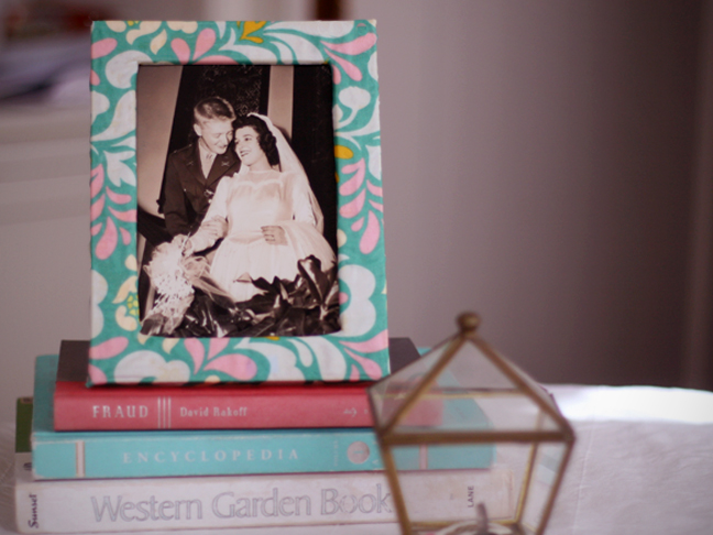 DIY wooden fabric covered frame (via momtastic)