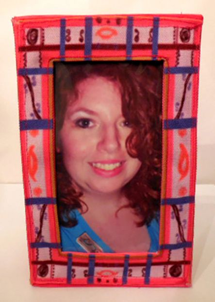 DIY washable fabric photo frames (via instructables)