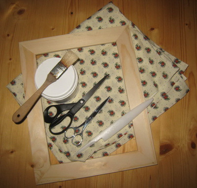 DIY fabric covered wooden frame (via scrapnframes)