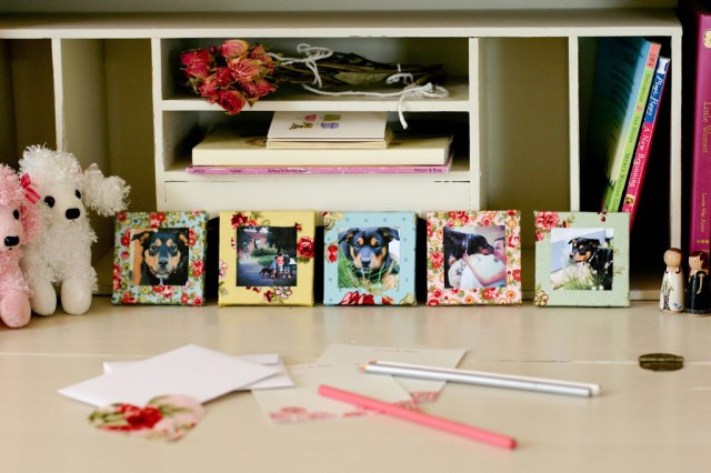 DIY mini fabric photo frames (via flaxandtwine)