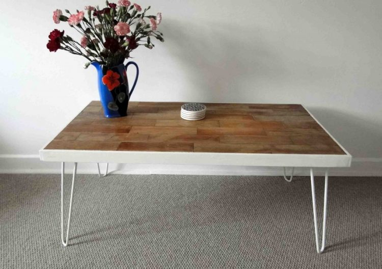 DIY coffee table with whitewashed hairpin legs (via remadeit)
