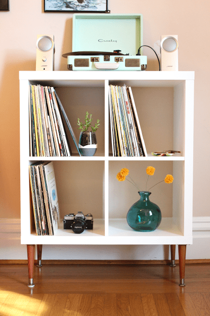 DIY vinyl record shelf with bold legs (via thesurznickcommonroom)