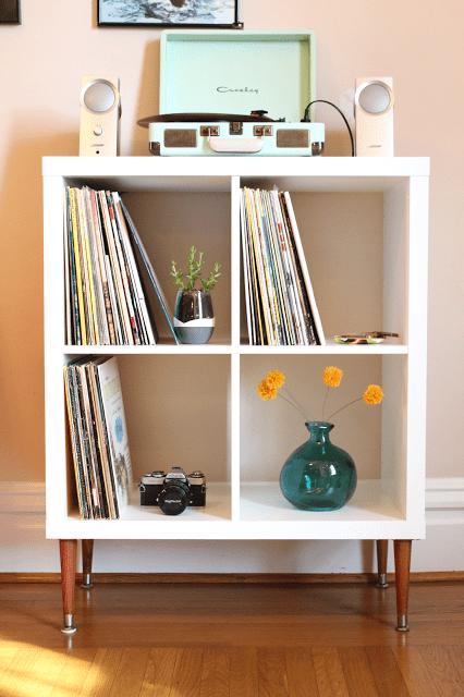 DIY vinyl record shelf with bold legs (via thesurznickcommonroom)