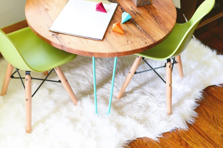 DIY playroom table with pastel hairpin legs (via farmfreshtherapy)