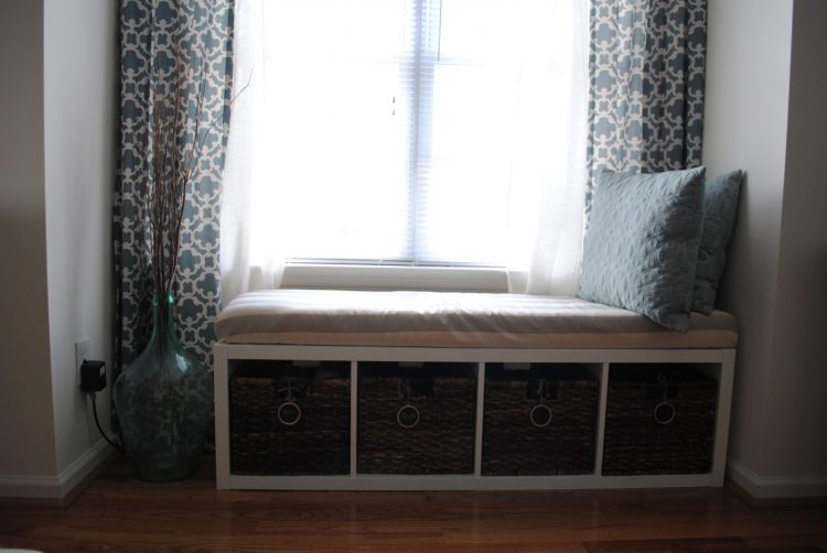DIY IKEA Kallax bench with cubbies (via theadorablemess)