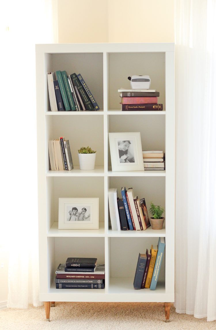 DIY IKEA Kallax shelving unit hack (via deliacreates)