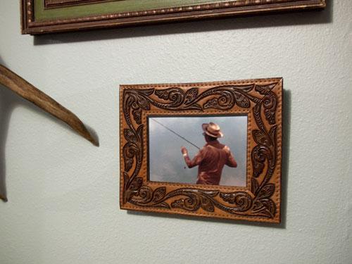 DIY vintage belt picture frame (via designsponge)