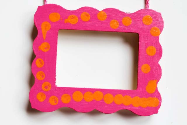DIY bold patterned wooden pciture frame (via lunadeicreativi)