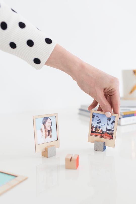 DIY wooden Polaroid photo frame (via sugarandcloth)