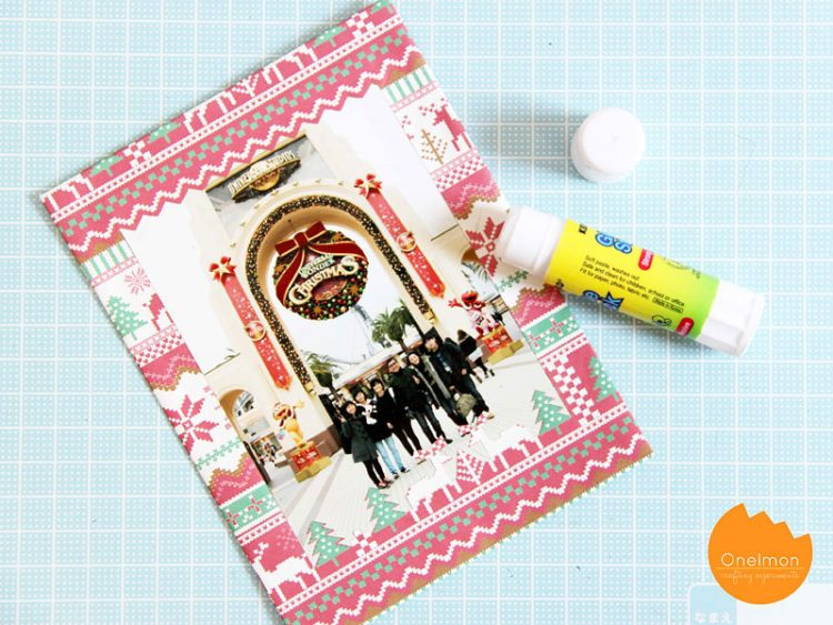 DIY wrapping paper photo frame (via onelmon)