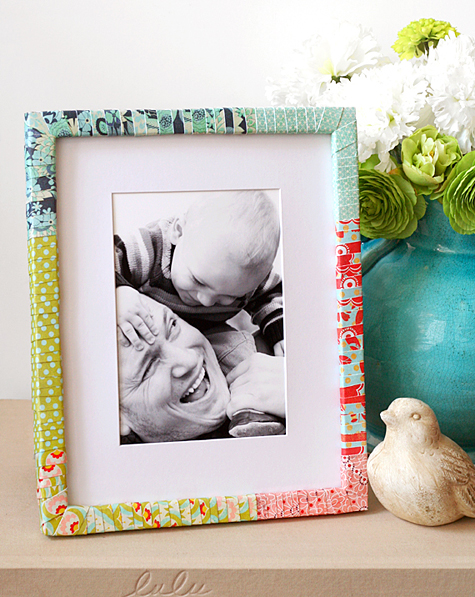 DIY paper wrapped photo frame (via lisastorms)