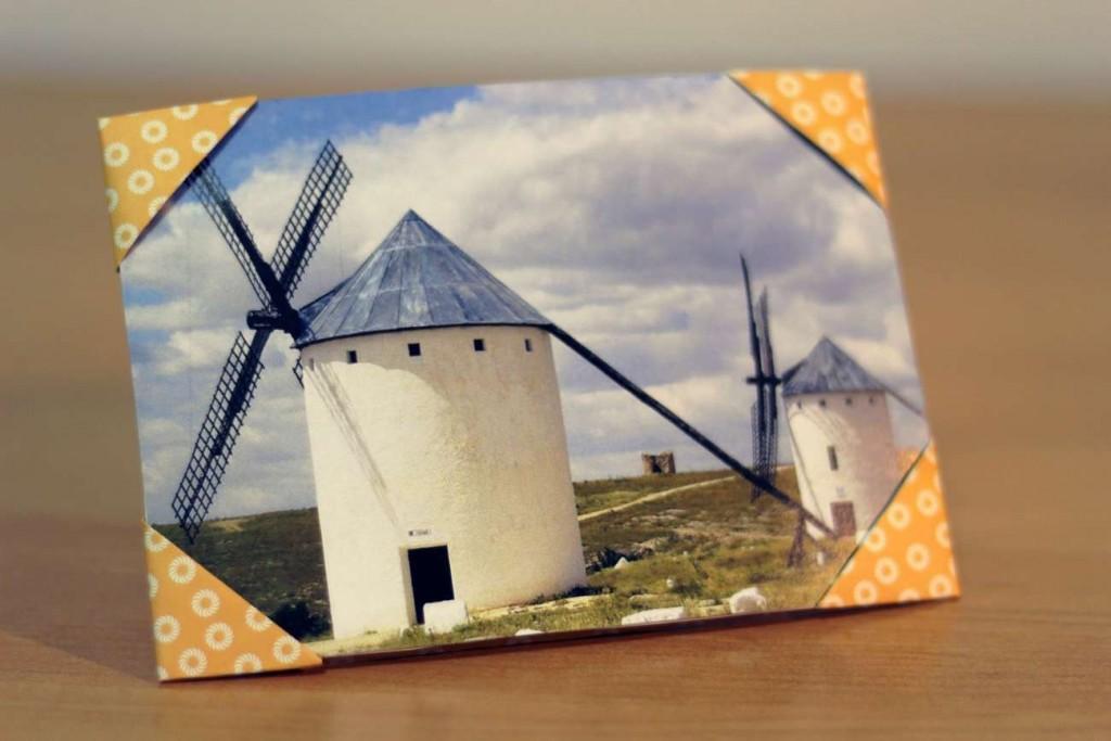 DIY photo frame with corners