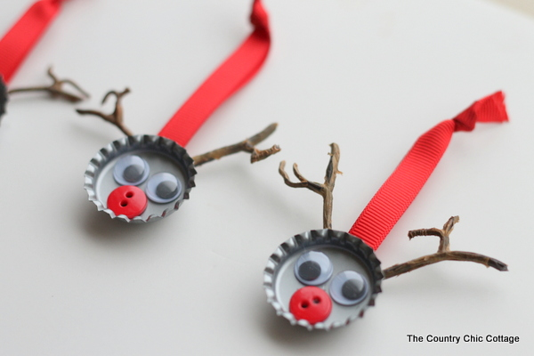 DIY bottle cap reindeer (via thecountrychiccottage)