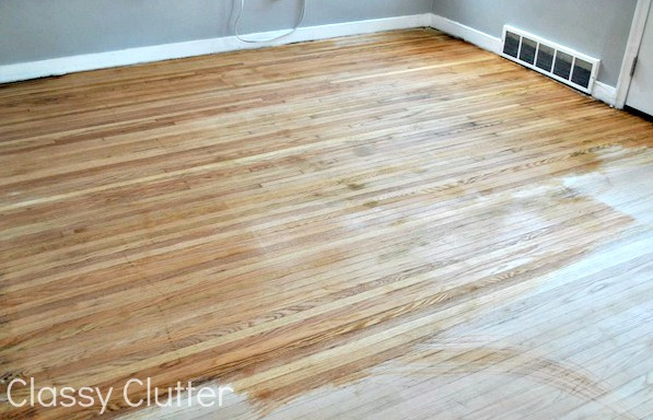 How to refinish wood floors for cheap (via classyclutter)