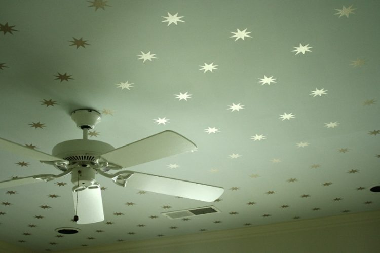 DIY star stencil ceiling (via kfddesigns)