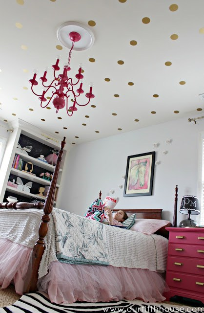 DIY polka dot ceiling  (via ourfifthhouse)