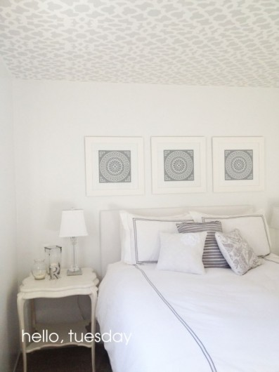 How to stencil your ceiling with a sheer pattern (via blog)