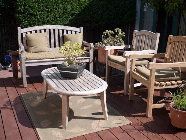 How to refinish outdoor furniture (via instructables)