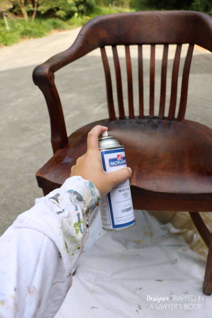 How to refinish old wood chairs (via designertrapped)