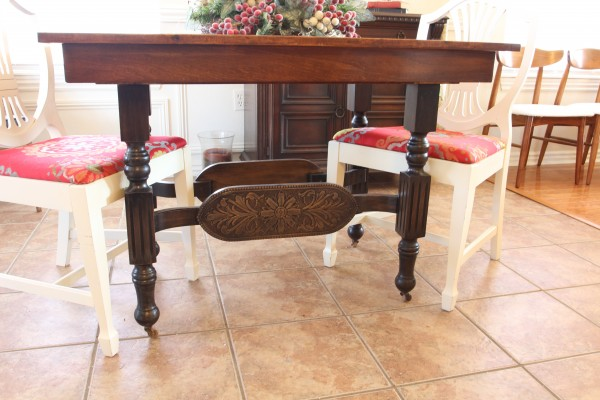 How to refinish an old dining table (via remodelaholic)