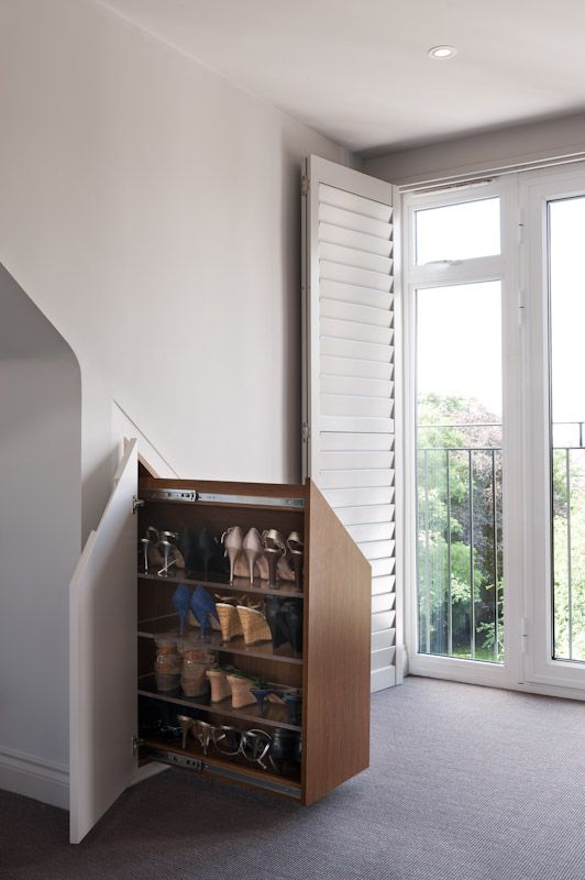 pull-out shoe cabinet to use the space under the eaves