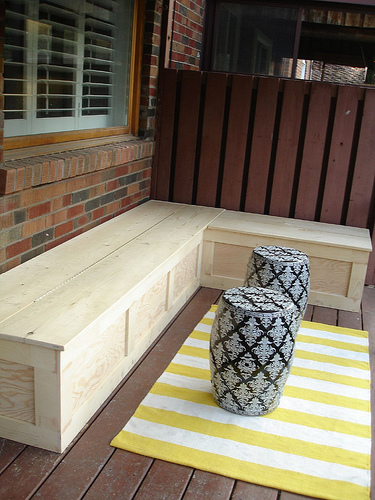 DIY deck corner storage bench (via ramblingrenovators)