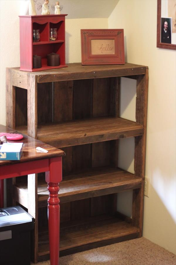 DIY bookshelf of stripped pallet wood (via www.99pallets.com)
