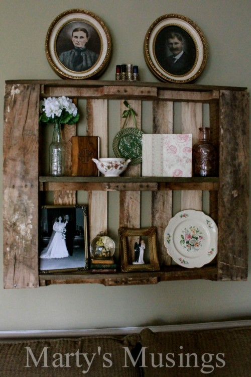 DIY shabby chic display shelf from a pallet (via www.shelterness.com)