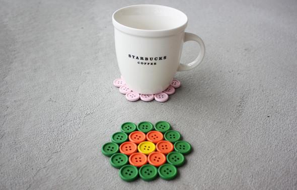 DIY colorful button coasters (via morningcreativity)