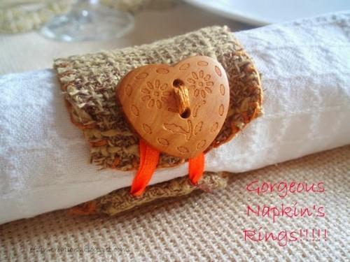 DIY button napkin ring (via shelterness)