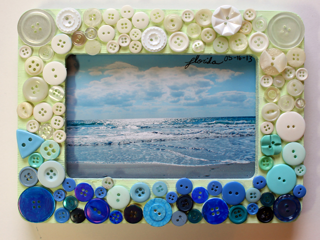 13 cute and easy button crafts for kids and adults for Picture frame crafts for adults