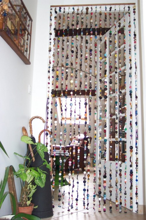 DIY curtains of 2000 buttons (via shelterness)